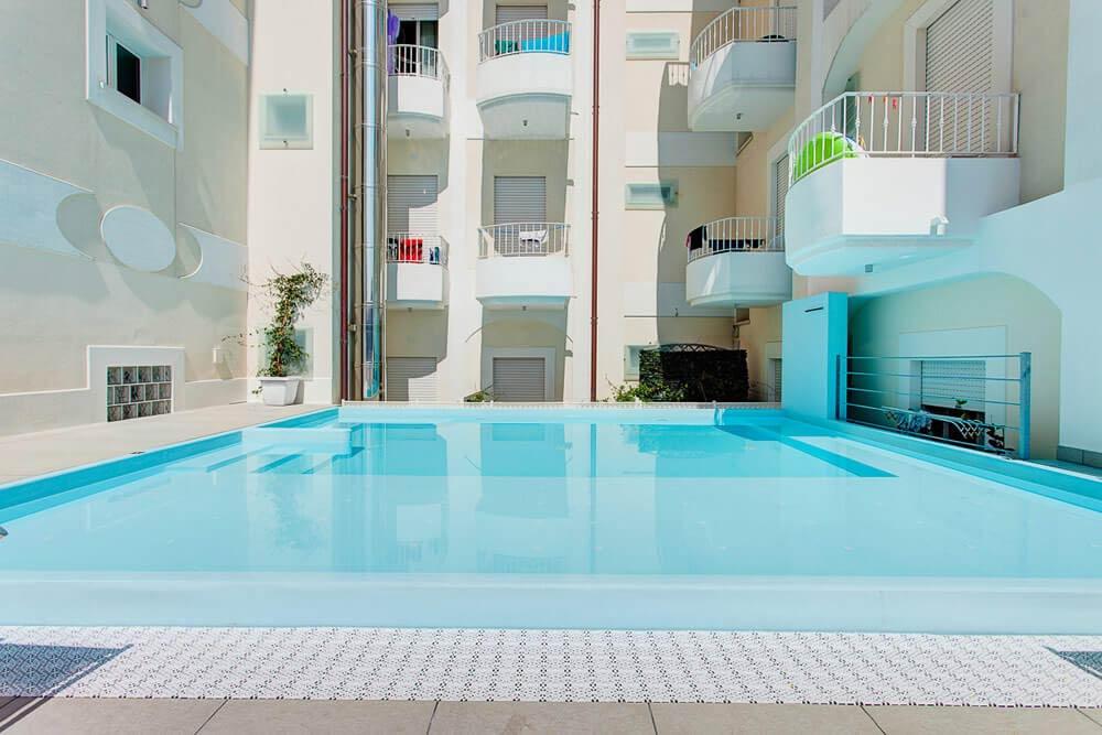 Hotel 3 stelle rimini marina centro con piscina adatta per bambini con angolo idromassaggio - Hotel con piscina a rimini ...